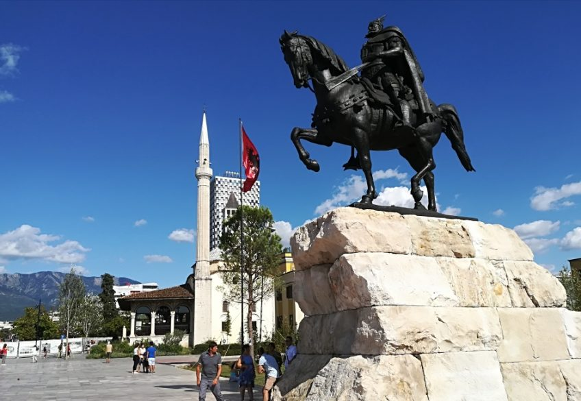 Albanien, go your own way